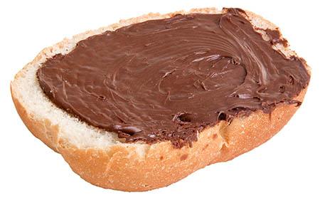 Pane e crema alla nocciola e cacao