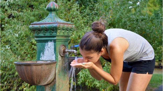 Acqua pubblica fontanella