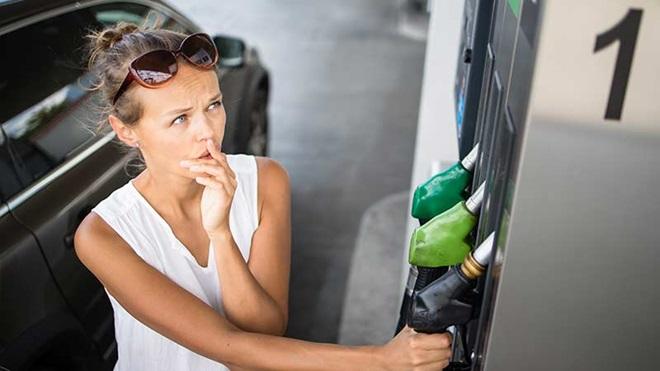 Rincari prezzi carburanti