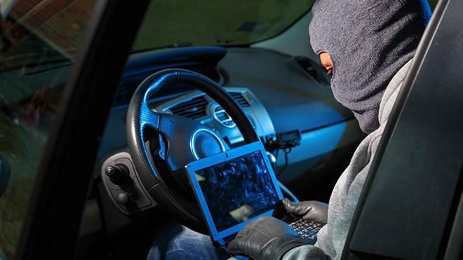 hacker in auto