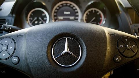 Rischio sicurezza: Mercedes richiama un milione di auto