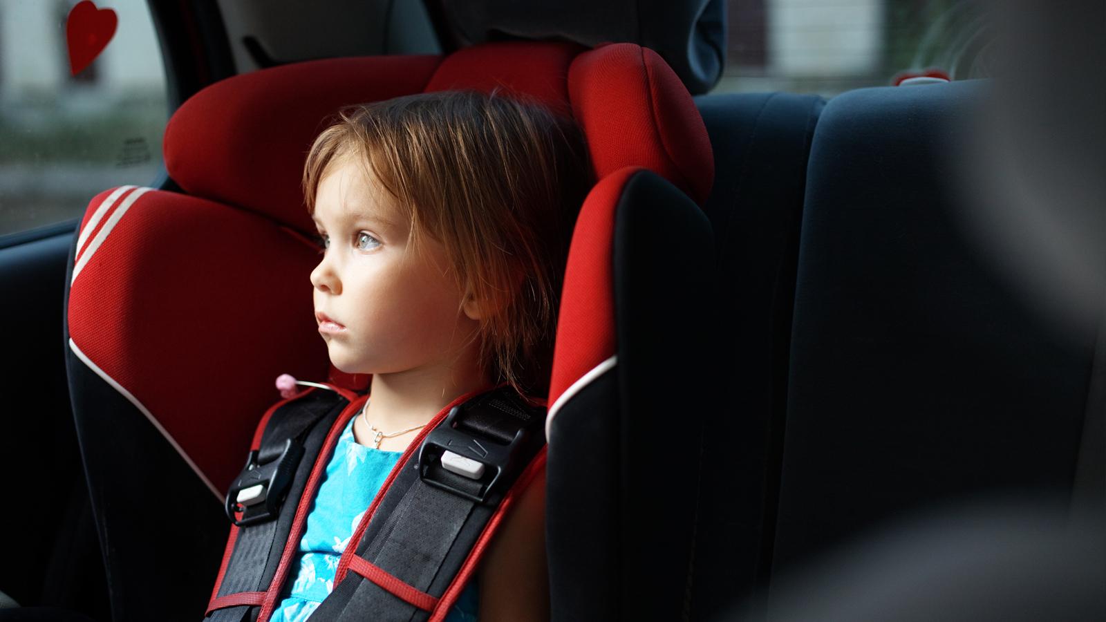 Seggiolini per auto: stop alle alzatine fino a 125 cm di ...