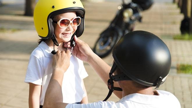 In moto con i bambini, le regole per la sicurezza