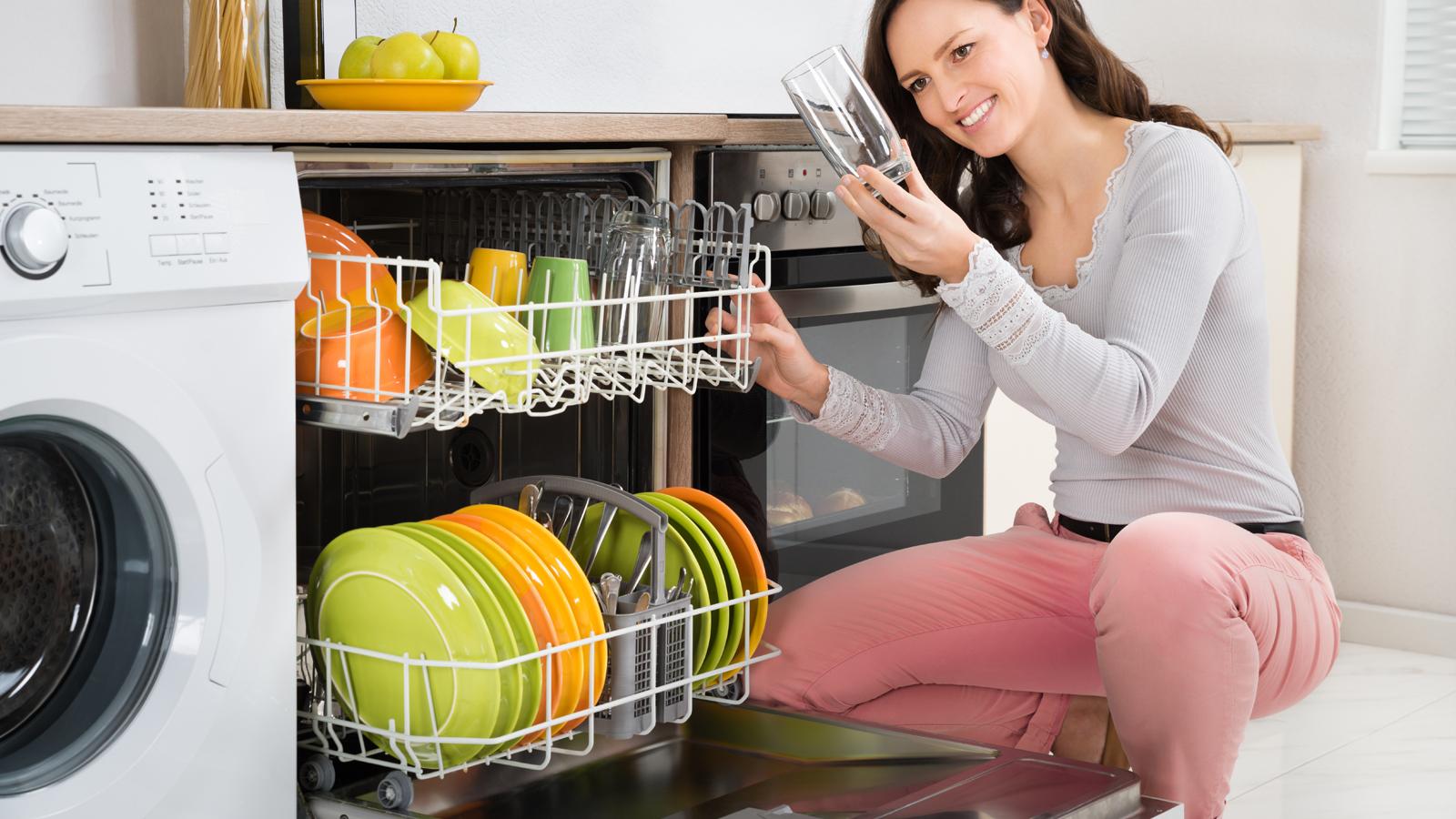 Feste e piatti sporchi come risparmiare tempo a lavarli for Cucinare nella lavastoviglie