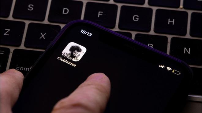 schermata app Clubhouse