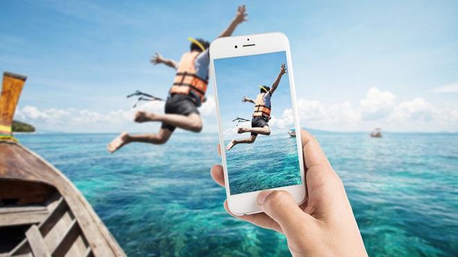 smartphone che scatta una foto