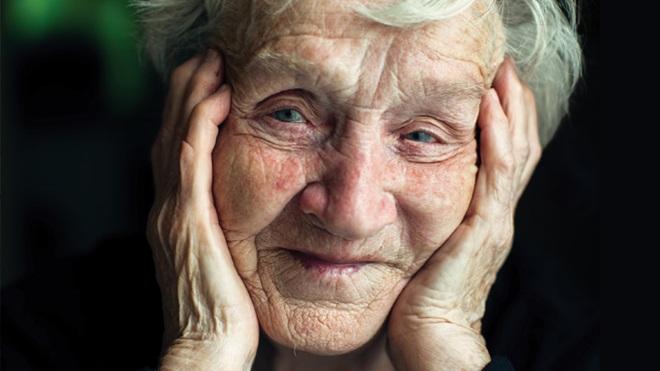 volto di donna anziana