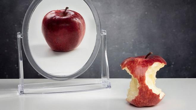 mella allo specchio