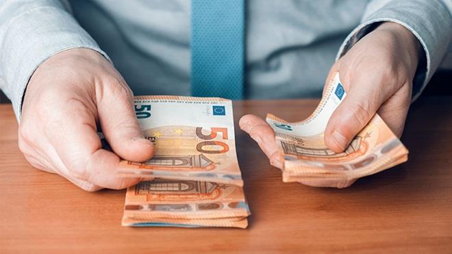 mani che contano soldi