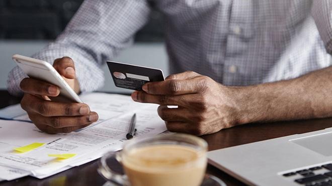 carta di credito e smartphone
