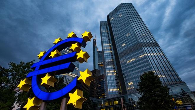 Euro digitale, come funziona e quando arriverà anche in Italia