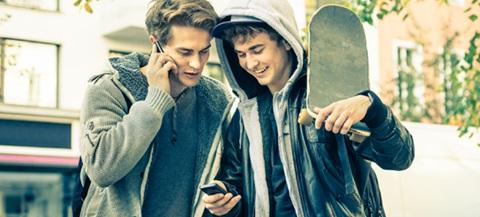 Le tariffe young dedicate ai giovani e giovanissimi sono davvero convenienti? Le abbiamo messe sotto la lente.