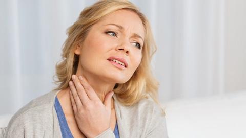 Mal di gola: spray e collutori fanno poco, ecco cosa funziona