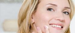 Spazzole per la pulizia del viso: inutili e costose