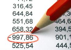 Occhio al rosso sul conto corrente: nuove commissioni salate